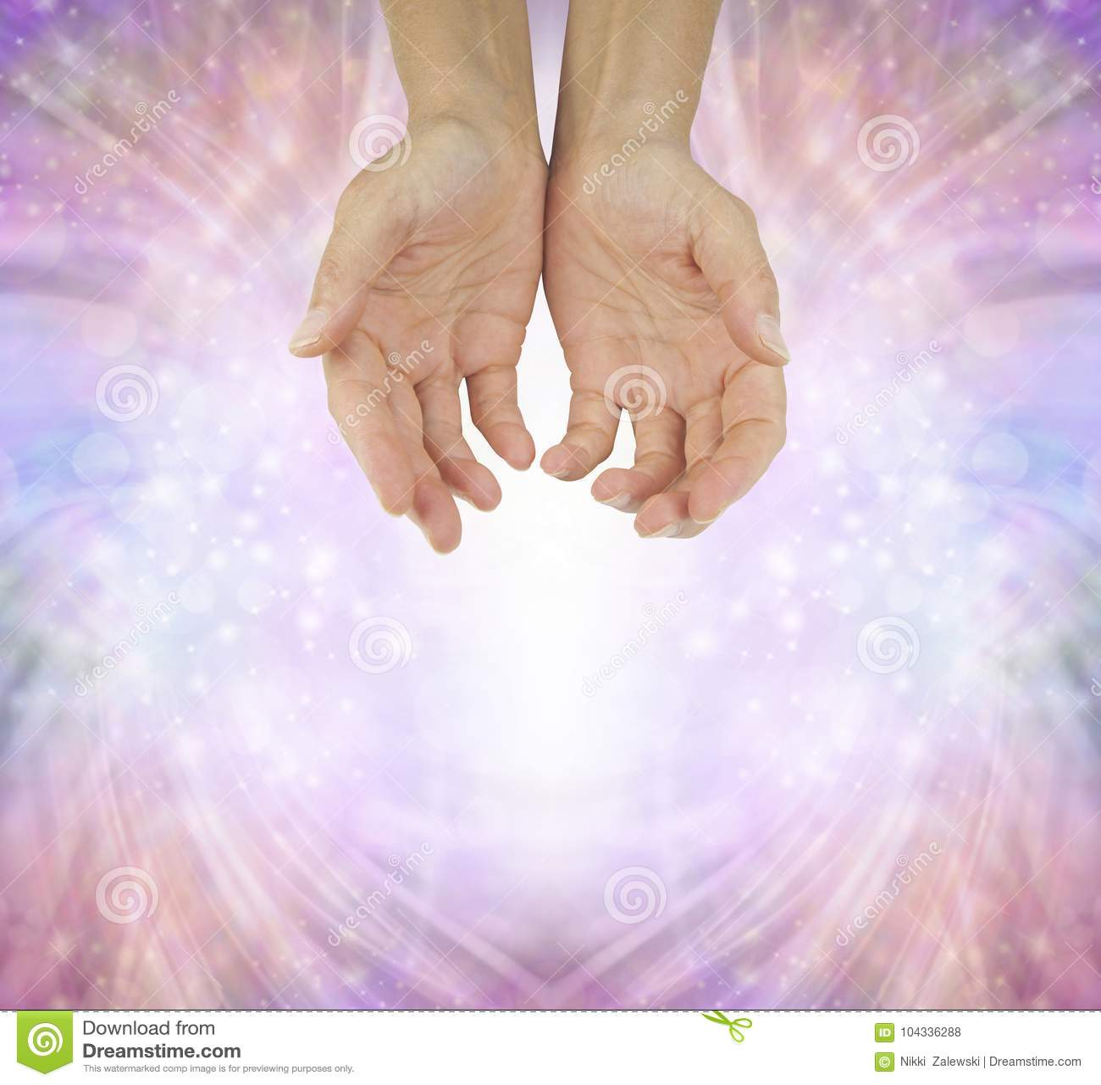 Mains d un guérisseur humble