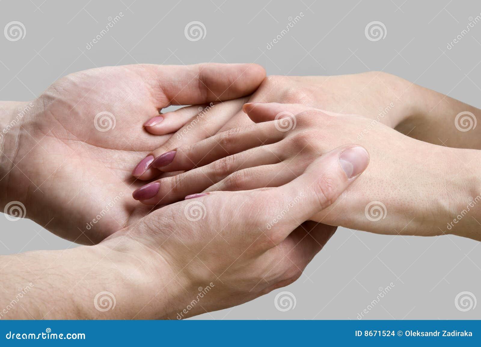 Mains des hommes et des femmes