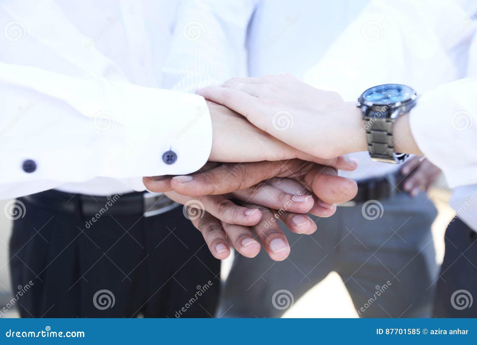 Mains en main