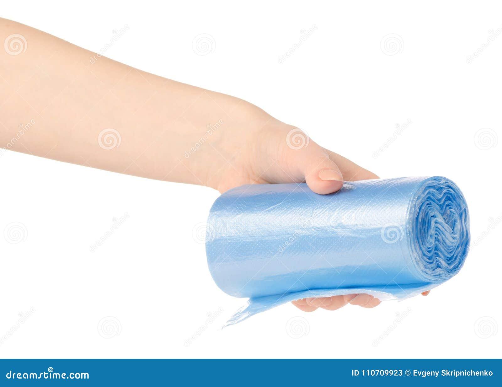 Mains tenant des sacs de déchets