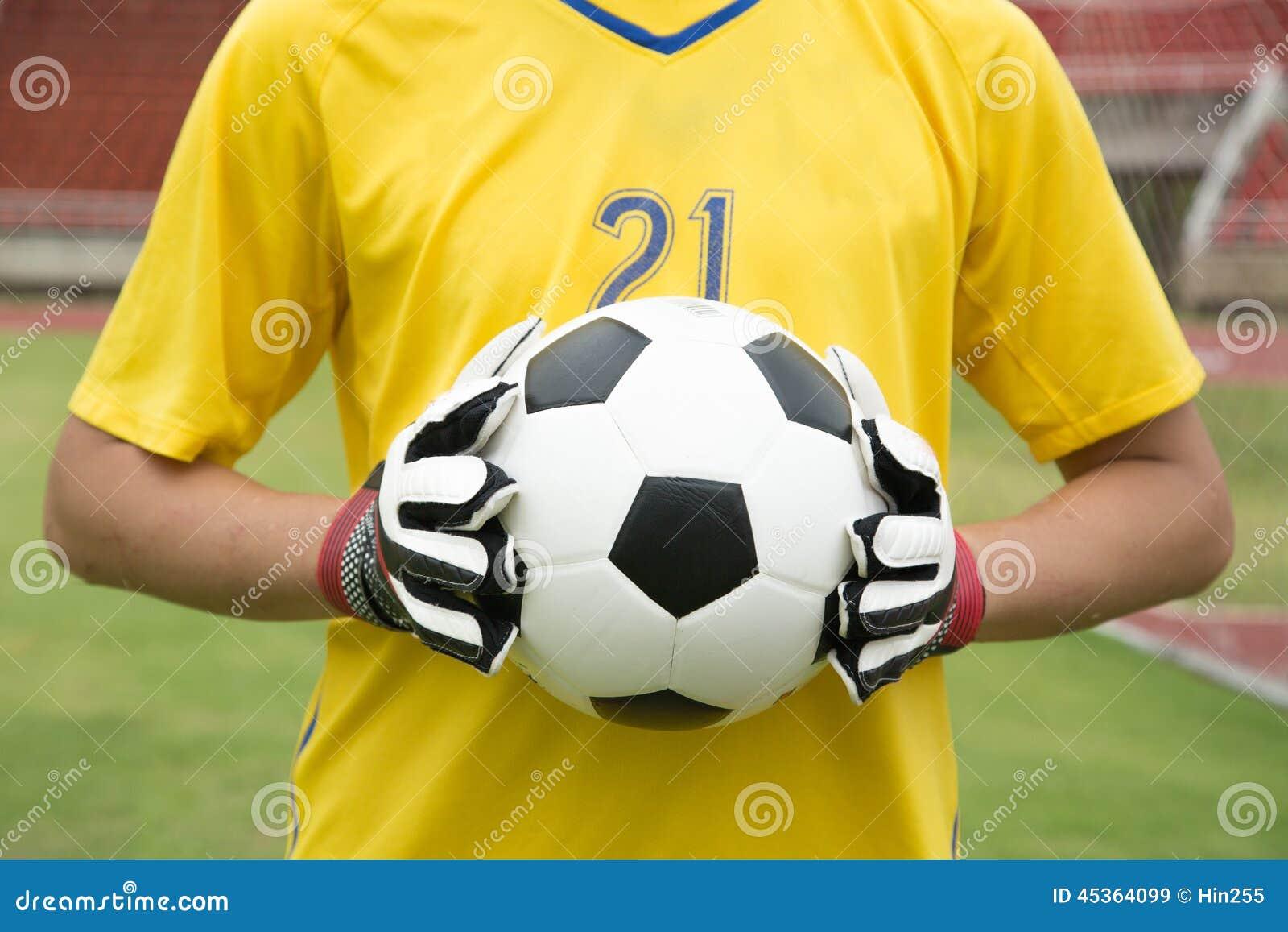 Mains utilisées par gardien de but pour des crochets la boule