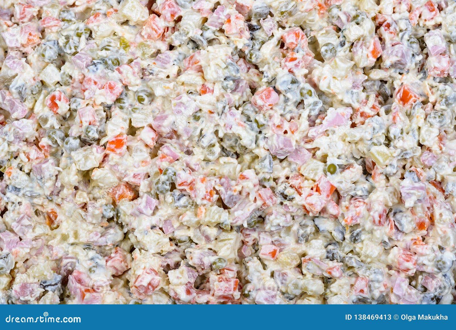 Maionese di verdure bianca tradizionale russa dell insalata di Olivier