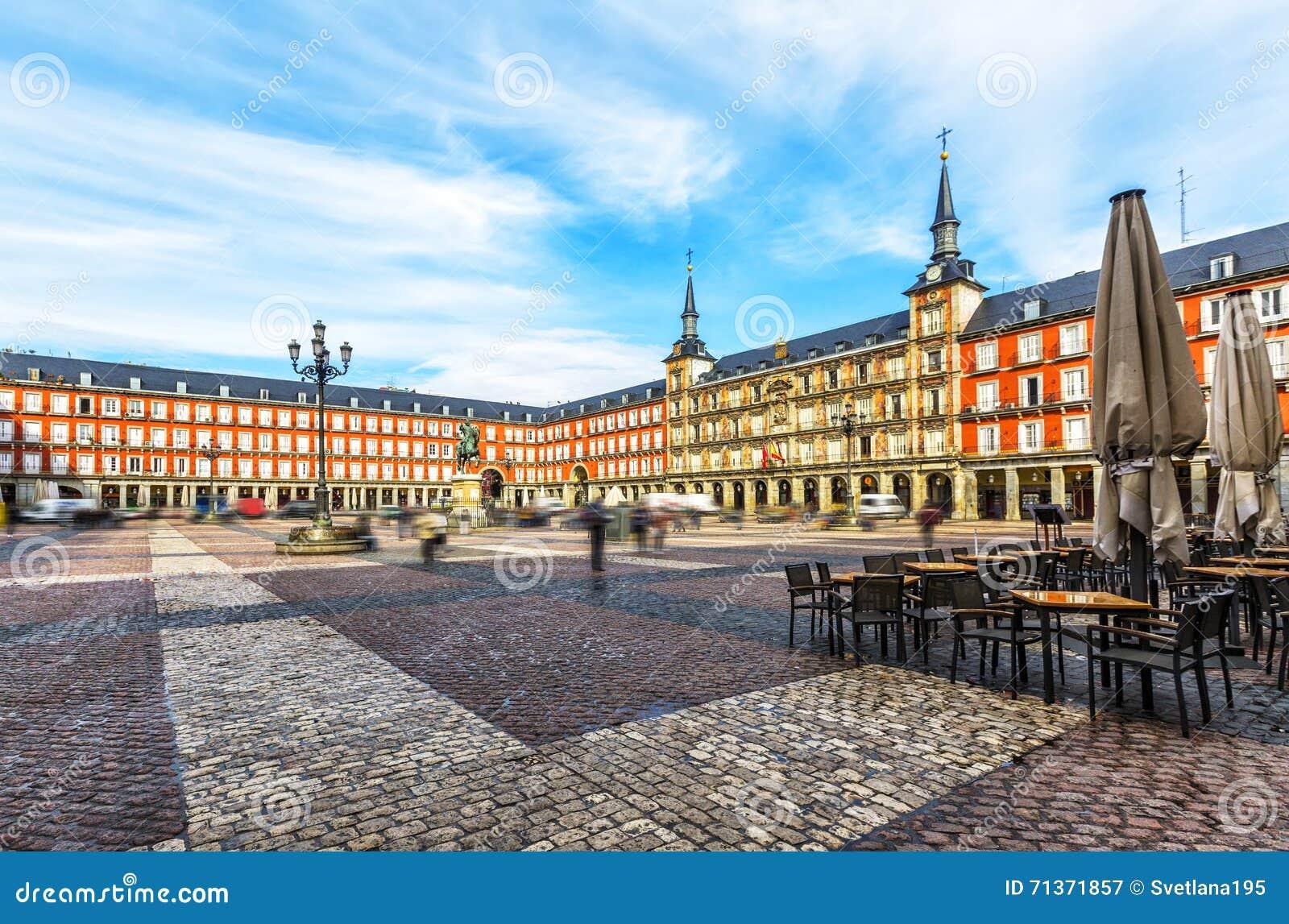 Maire de plaza avec la statue du Roi Philips III à Madrid, Espagne