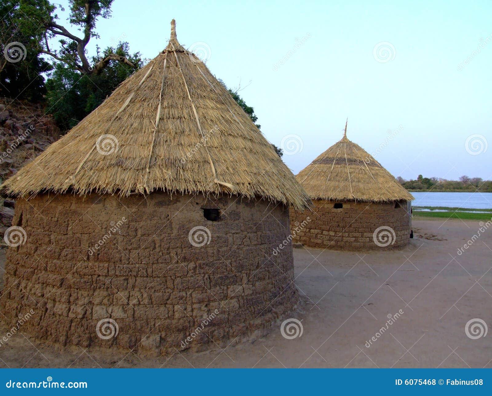 Maison africaine photos libres de droits image 6075468 for Plan de maison africaine