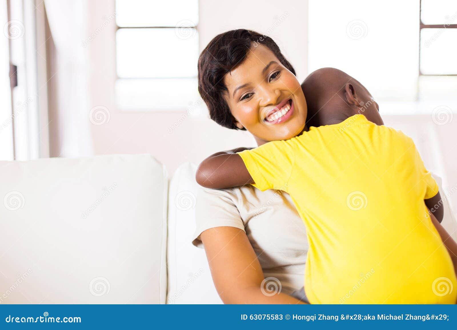 Download Maison Africaine De Fils De Femme Image stock - Image du afro, enfant: 63075583