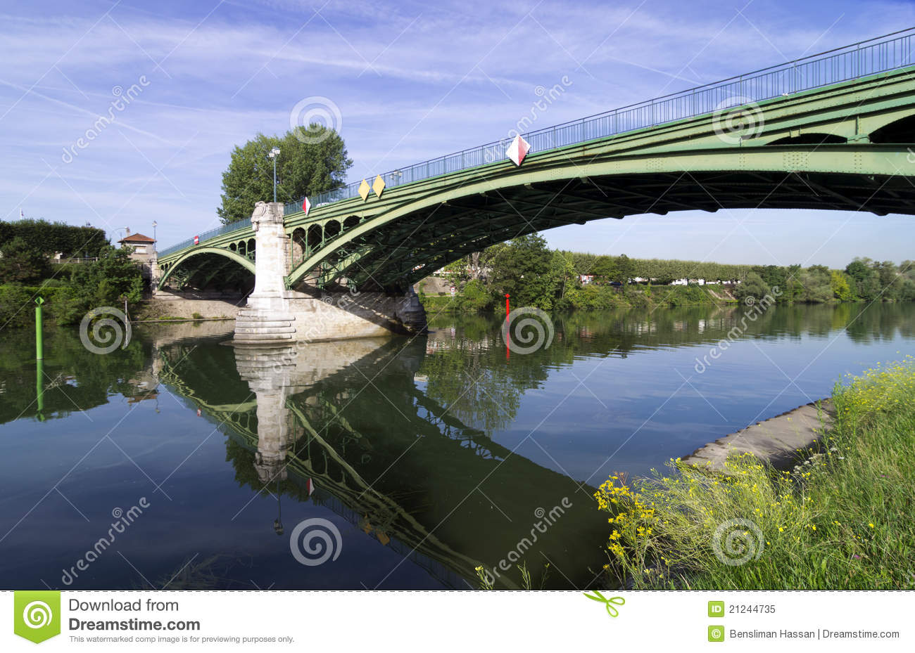 Maison alfort bridge in paris suburbs royalty free stock for Asa maison alfort
