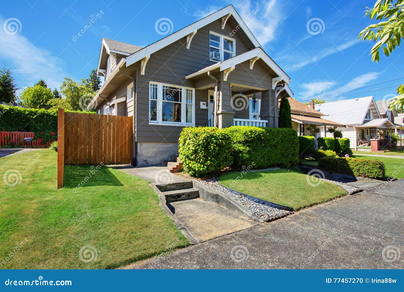 Jardin À L Américaine maison américaine classique extérieure avec l'équilibre de