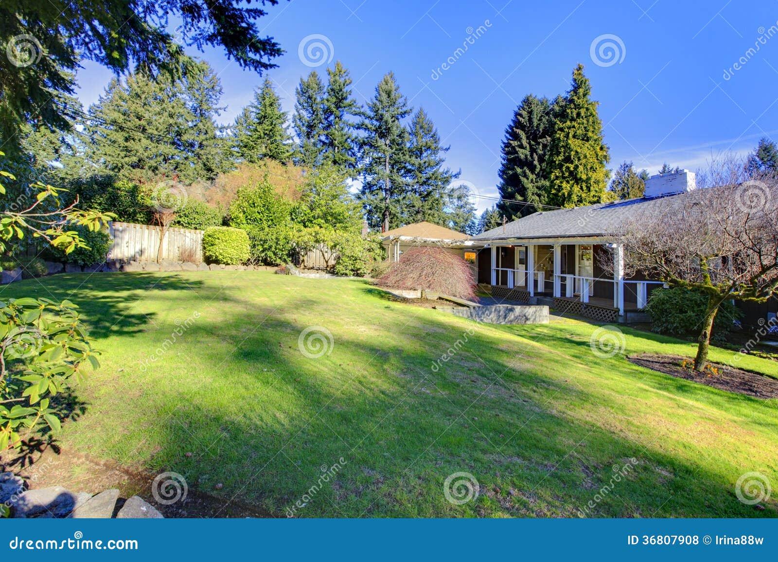 Jardin À L Américaine maison américaine d'histoire du classique un avec un jardin