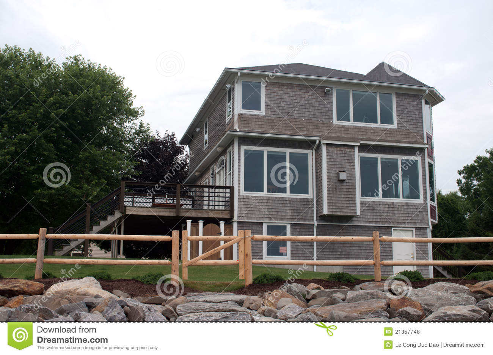 Maison am ricaine en bois photos libres de droits image - Maison en bois americaine ...