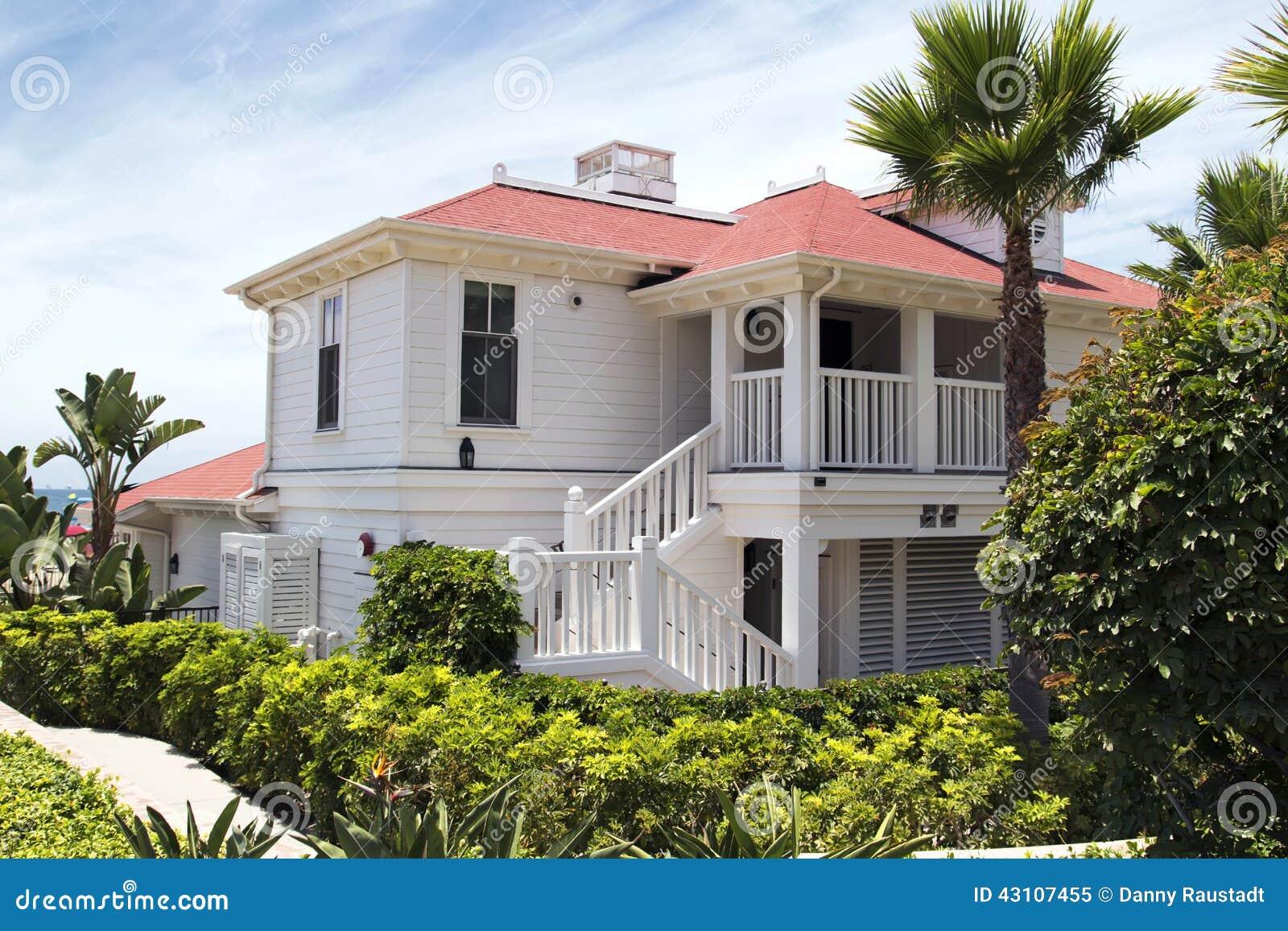 maison am ricaine moderne de plage image stock image du architectural am rique 43107455. Black Bedroom Furniture Sets. Home Design Ideas