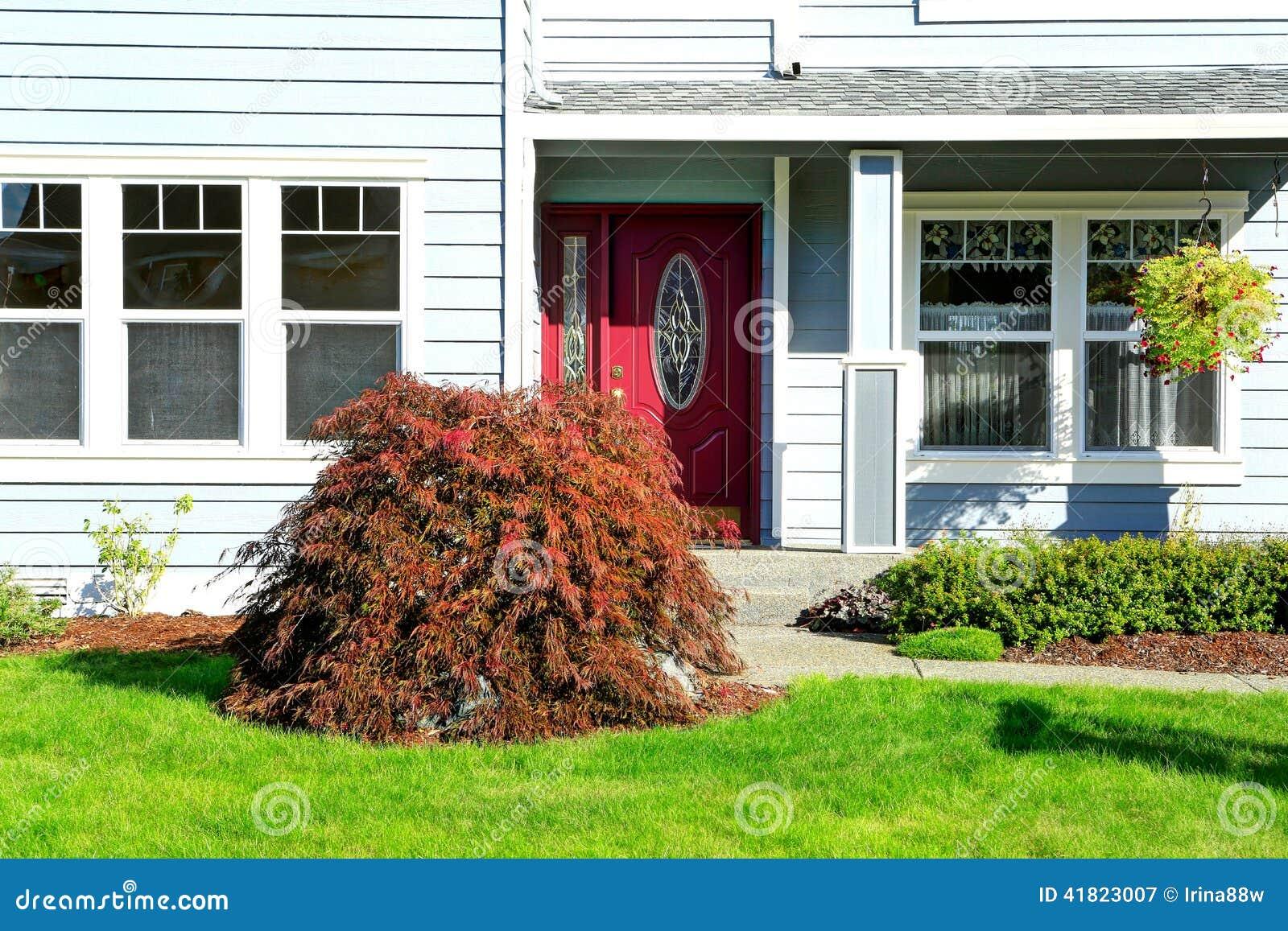 maison am ricaine classique vue de porche d 39 entr e photo stock image 41823007. Black Bedroom Furniture Sets. Home Design Ideas