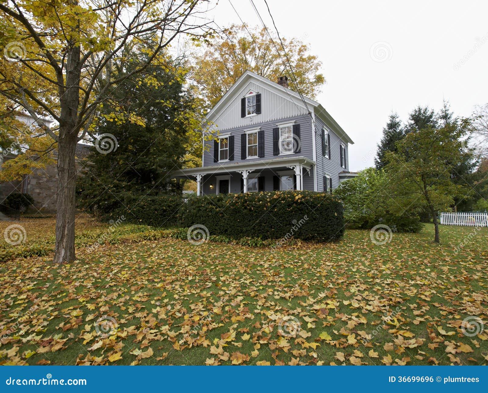 Maison am ricaine de la nouvelle angleterre dans l 39 automne for Www conception de la nouvelle maison