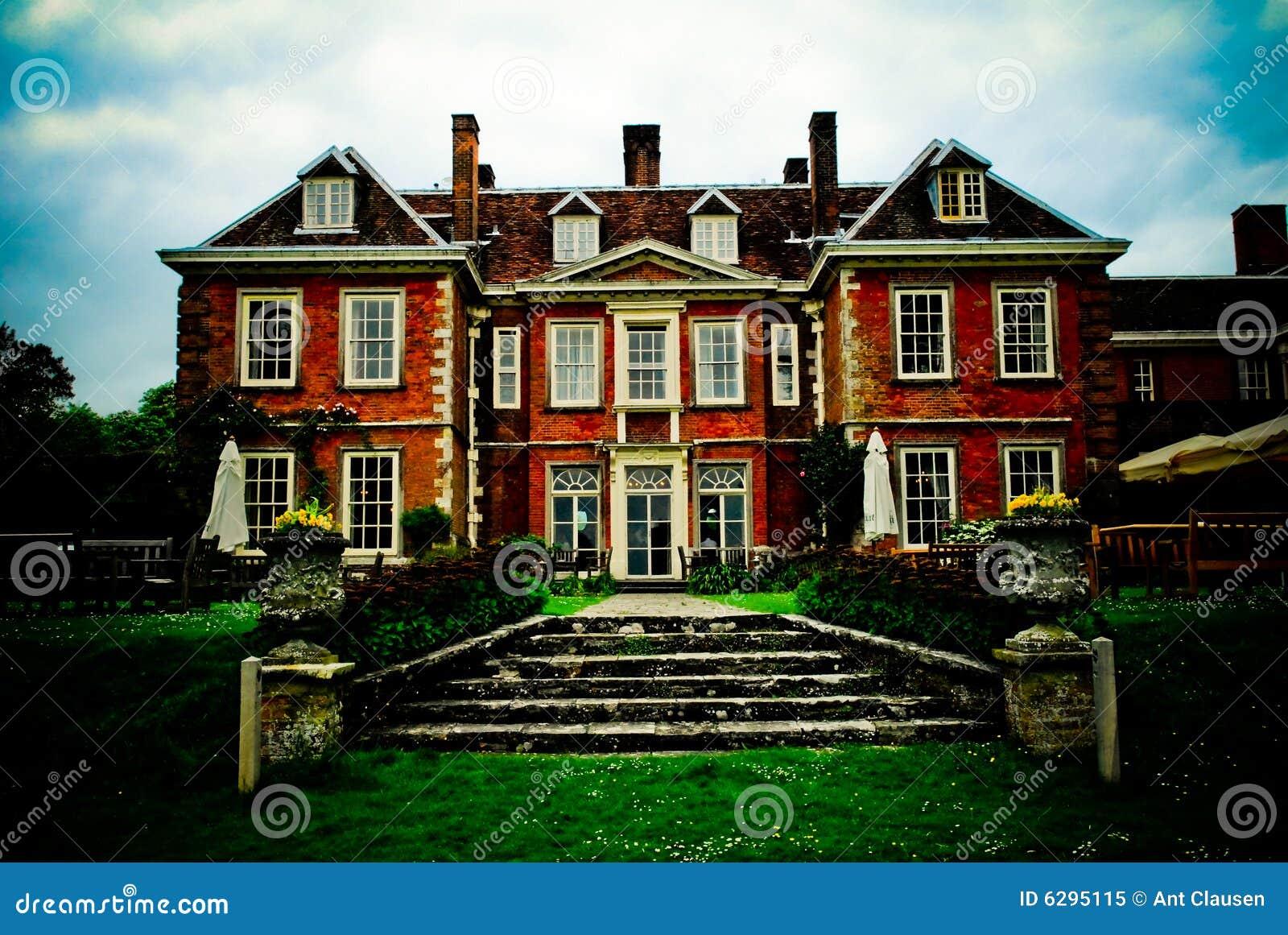 Maison anglaise majestueuse image stock image 6295115 for Maison anglaise typique plan