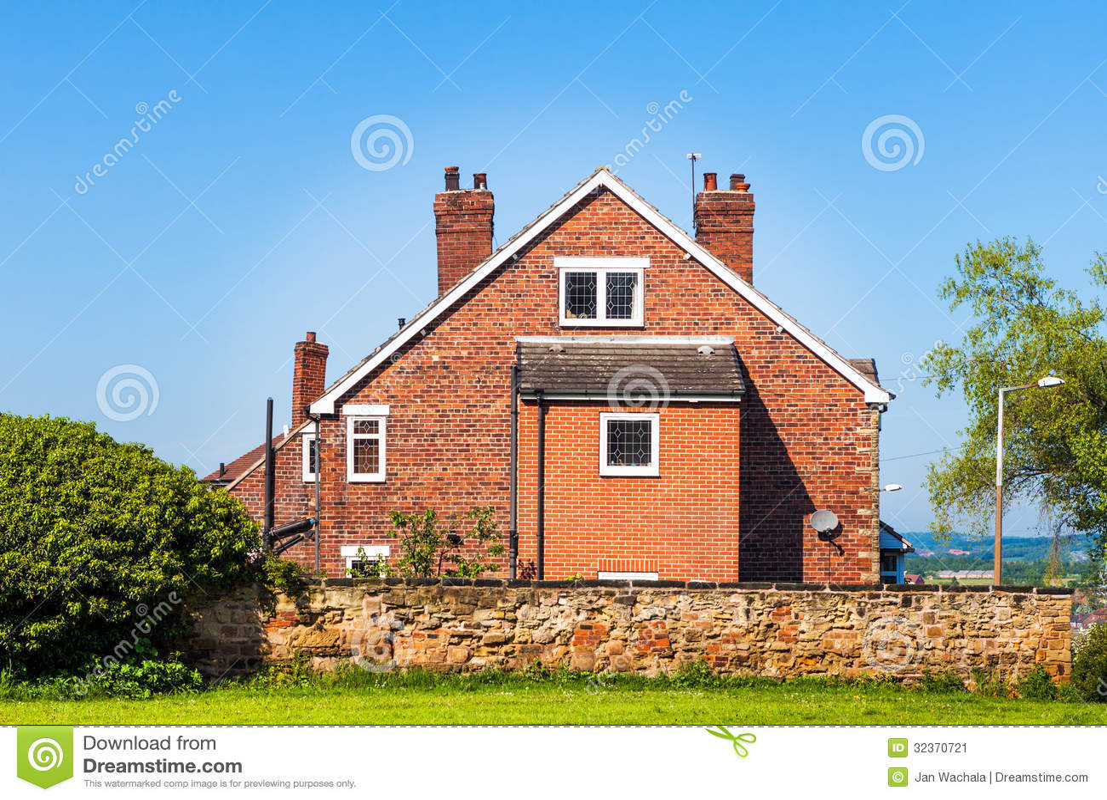 Maison anglaise typique image stock image 32370721 - Maison anglaise typique ...