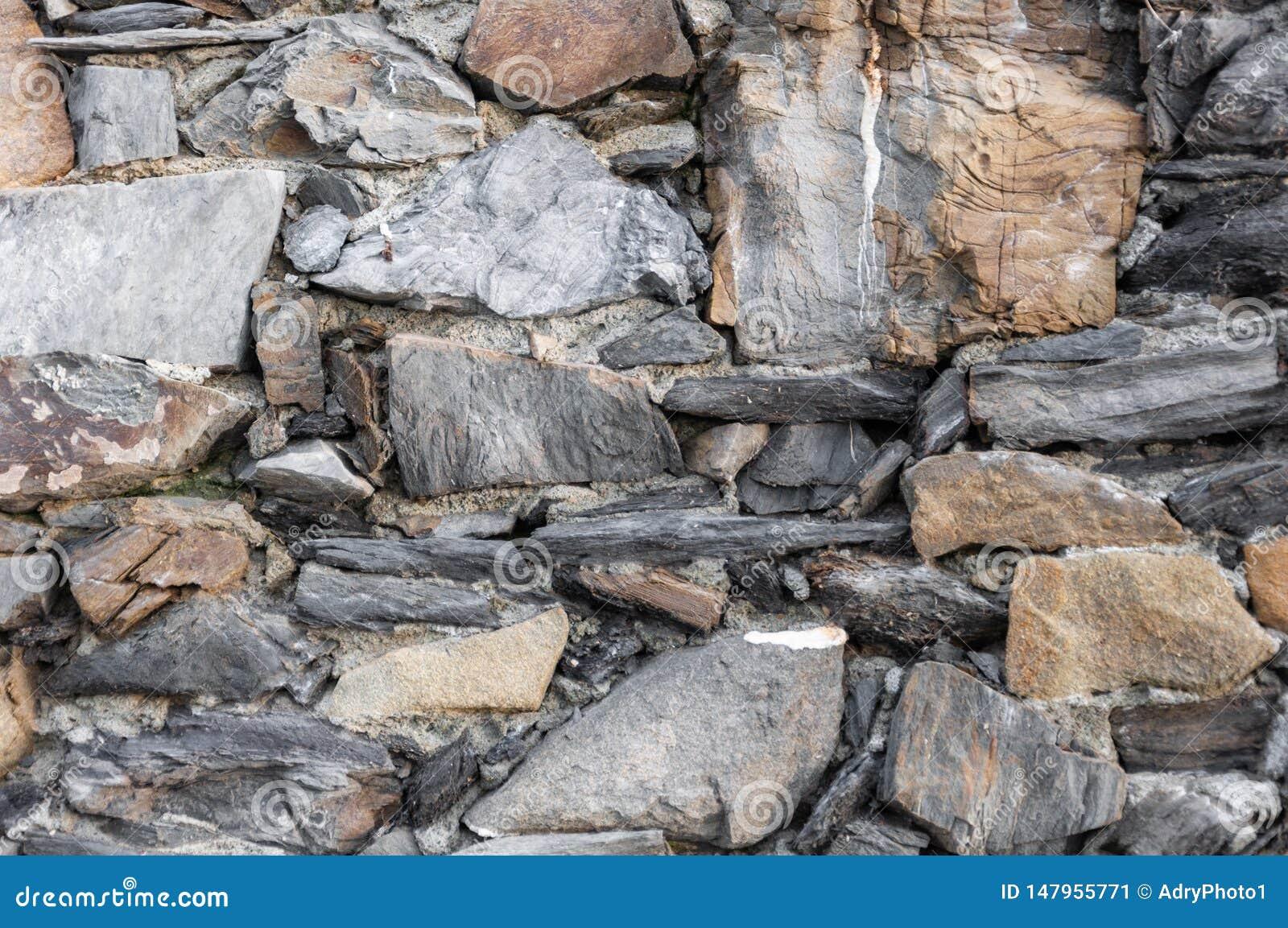 Maison antique italienne : mur en pierre typique de Vernazza