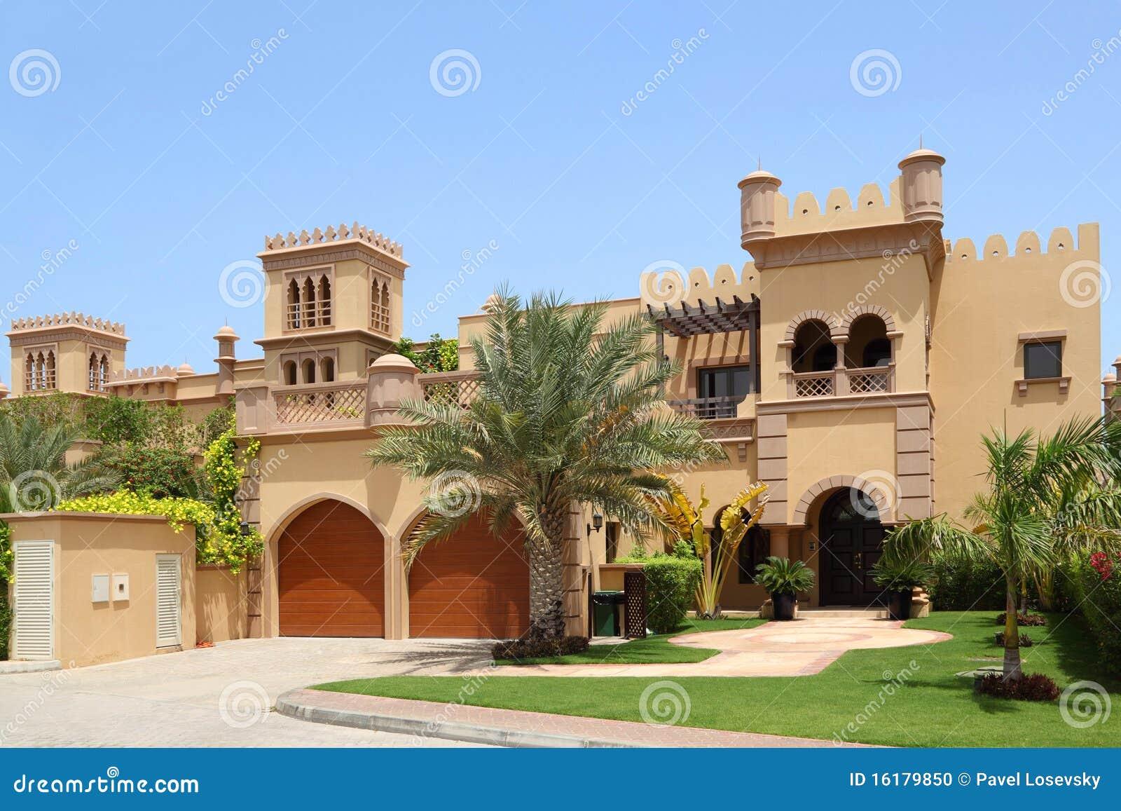Maison arabe de type avec deux garages et archs photo for Architecture maison arabe