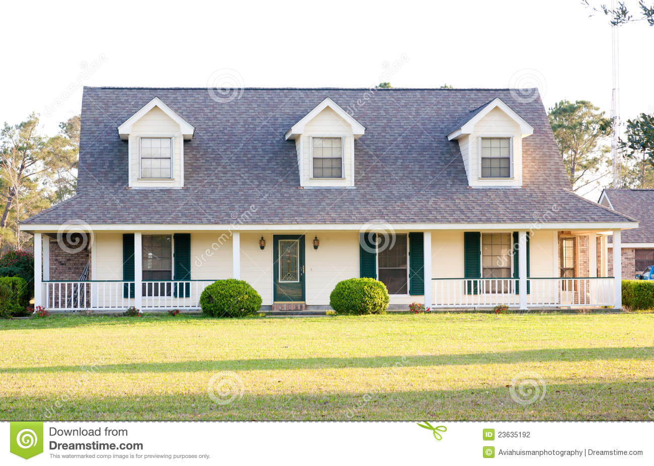 Maison Blanche D Americain De Type De Ranch Photo Stock Image Du