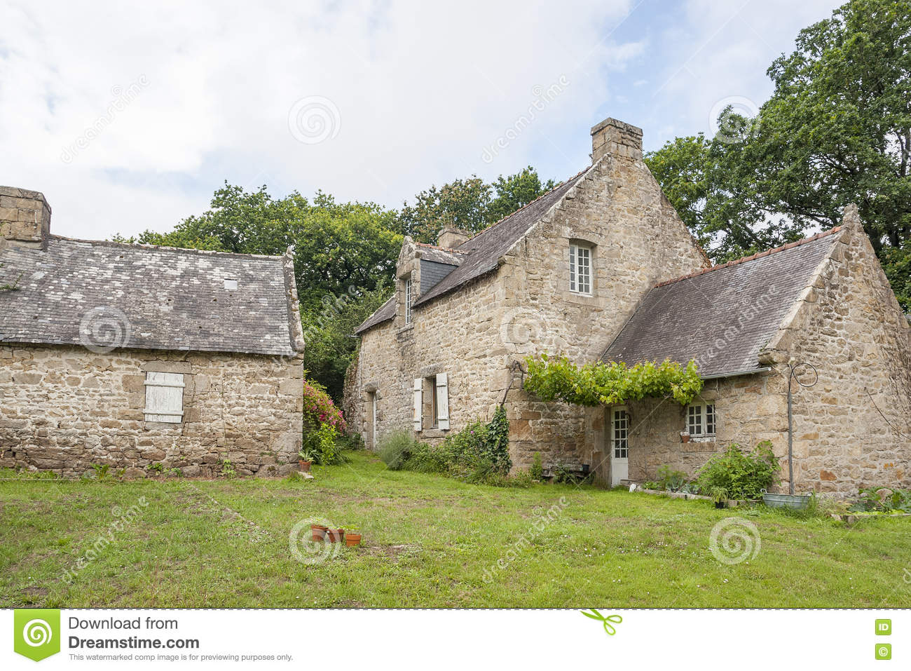 Maison bretonne traditionnelle photo stock image 76233928 - Architecture bretonne traditionnelle ...