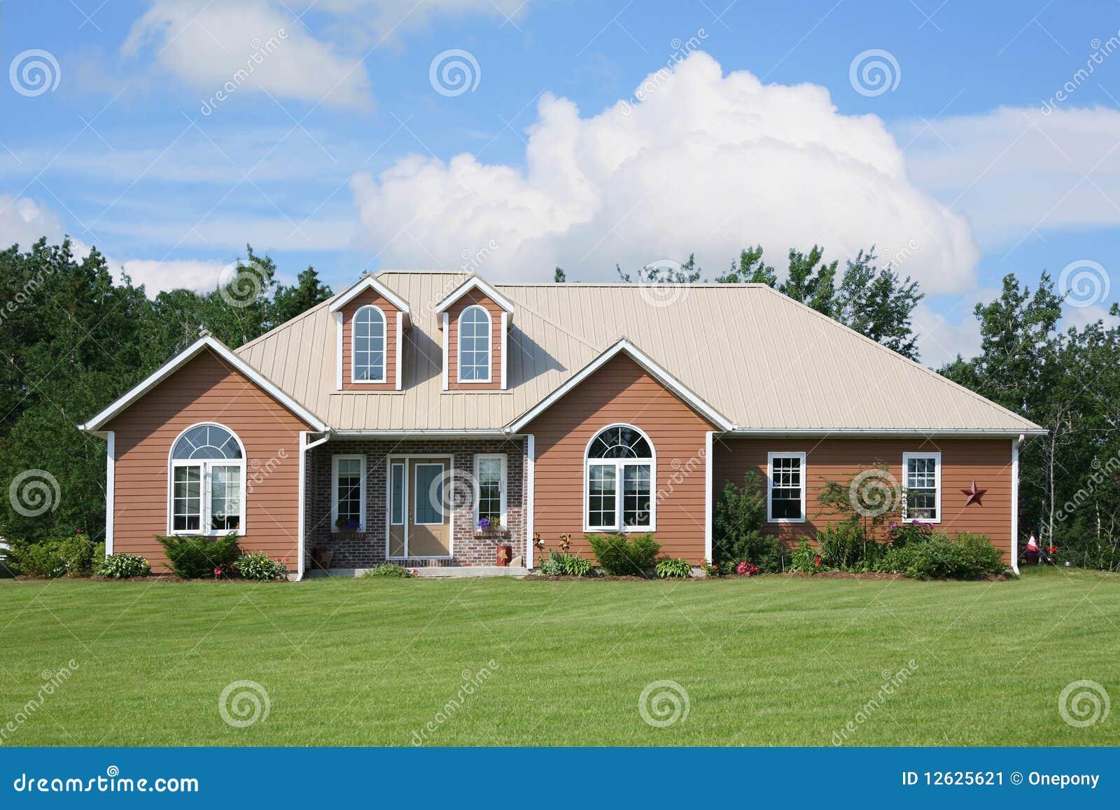 Maison canadienne neuve image stock image 12625621 - Maisons canadiennes ...