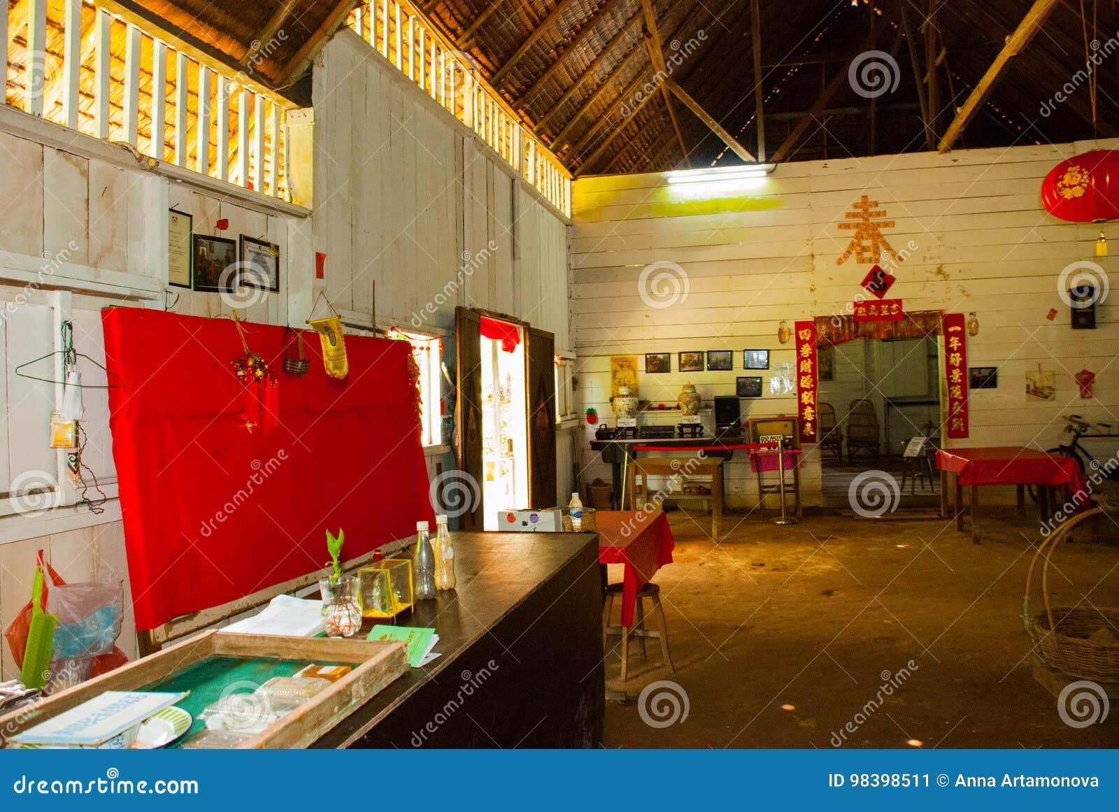 Maison chinoise kuching au village de culture de sarawak la malaisie intérieure poison nomade