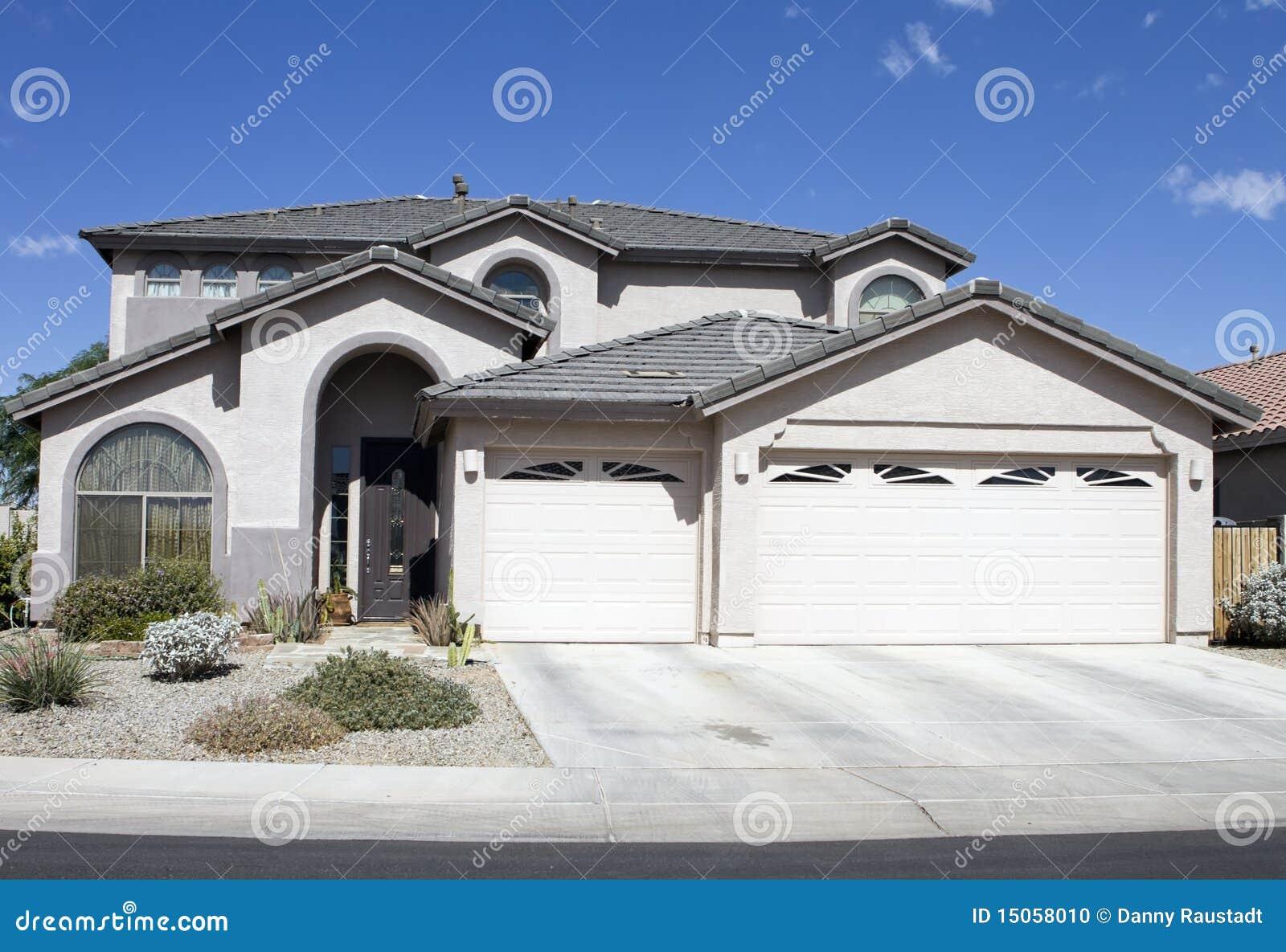 Maison classique moderne neuve photo stock image 15058010 for Image maison classique