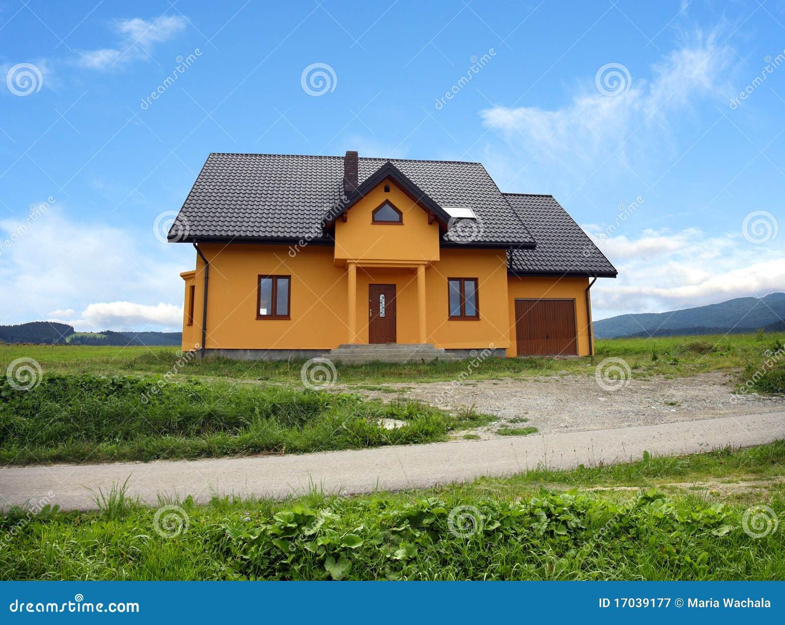 Maison classique moderne neuve pologne photographie stock for Image maison classique