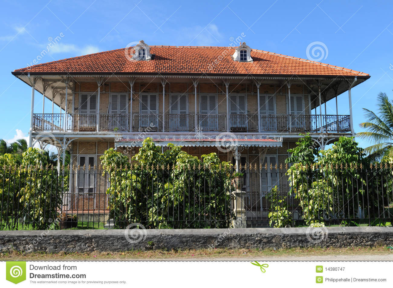 Maison coloniale photographie stock libre de droits for Achat de maison en guadeloupe