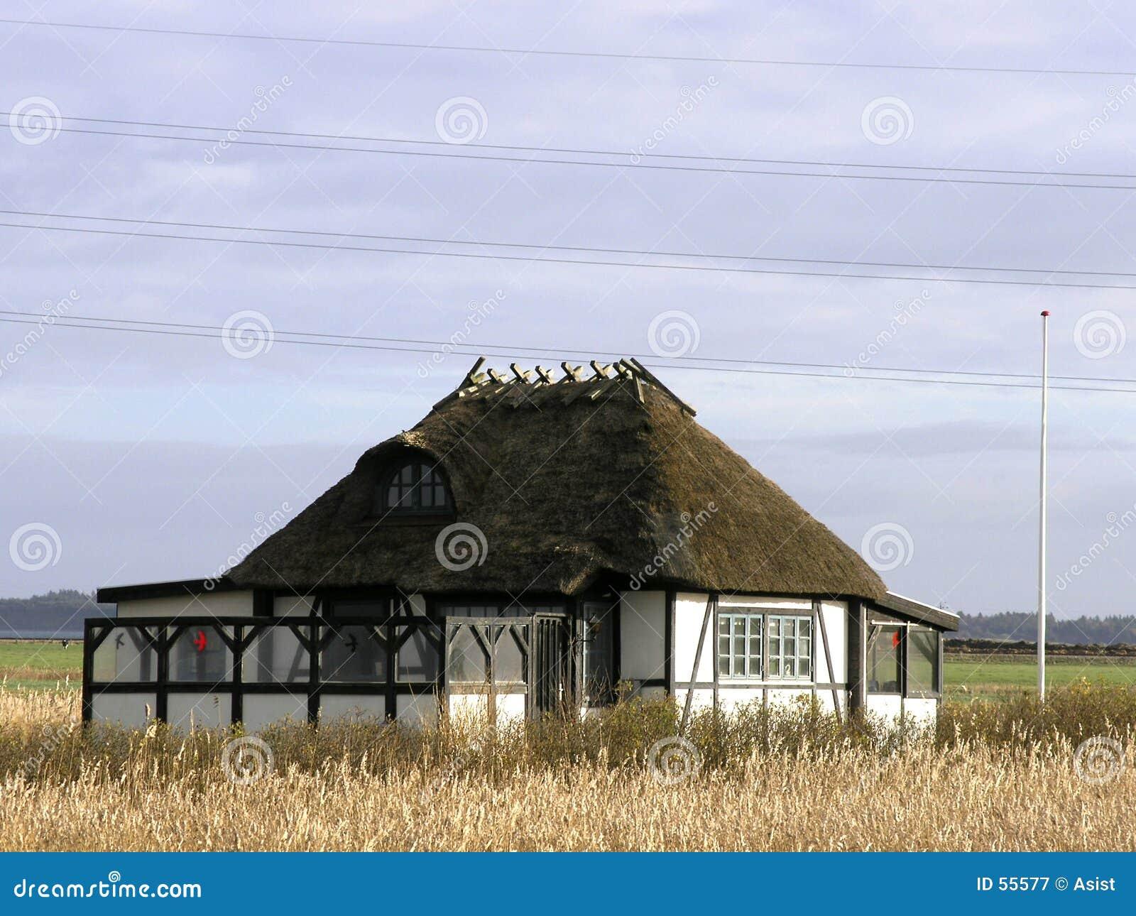 Download Maison d'été image stock. Image du bleu, loyer, environnement - 55577