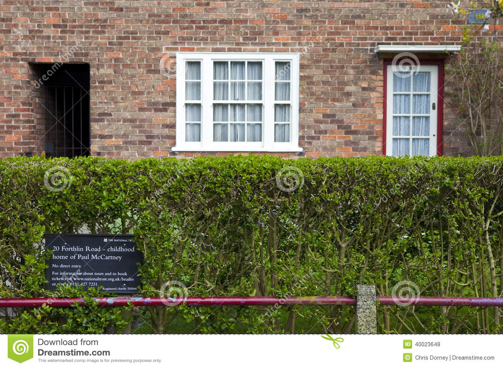 maison d 39 enfance de sir paul mccartney liverpool photo stock ditorial image 40023648. Black Bedroom Furniture Sets. Home Design Ideas