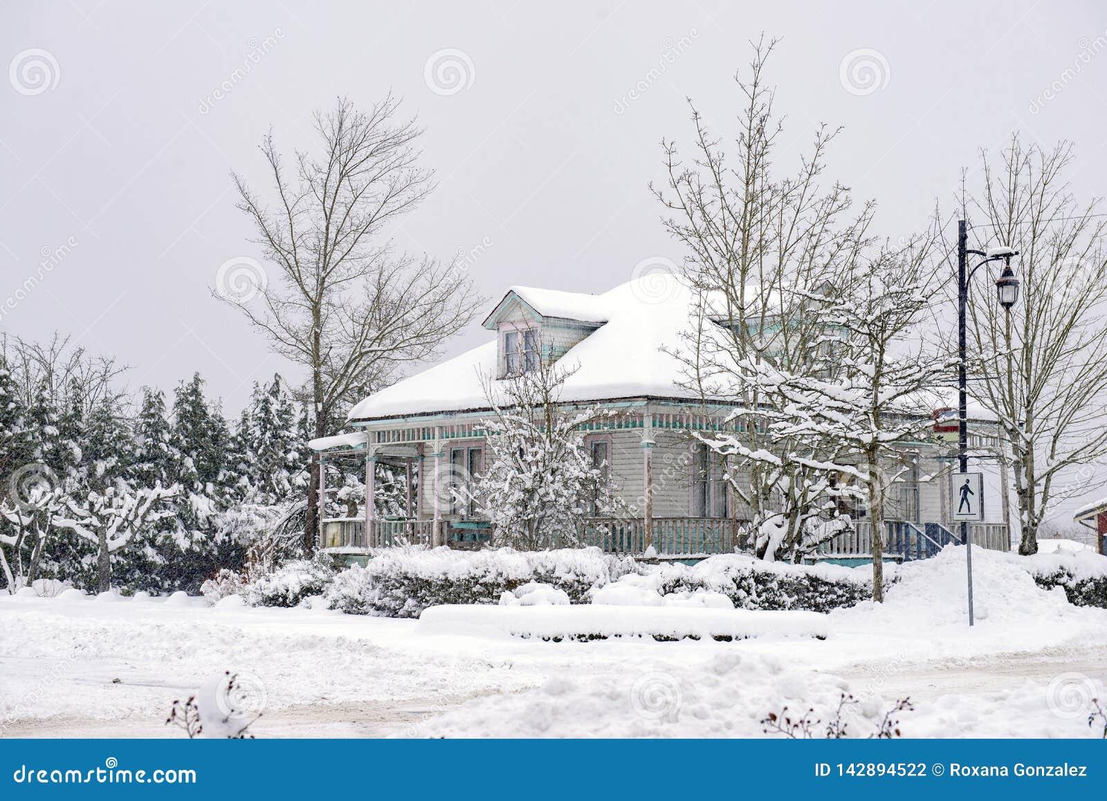 Maison d héritage pendant une tempête d hiver en île de Vancouver, Canada