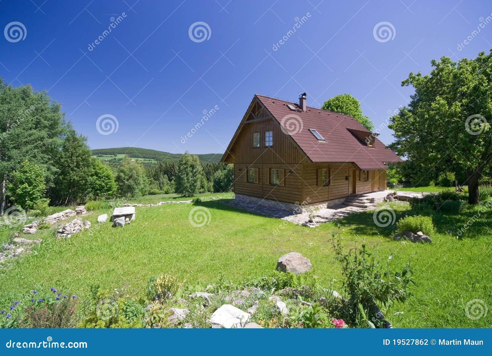 Maison dans la nature photographie stock image 19527862 - Maison de la nature meudon ...