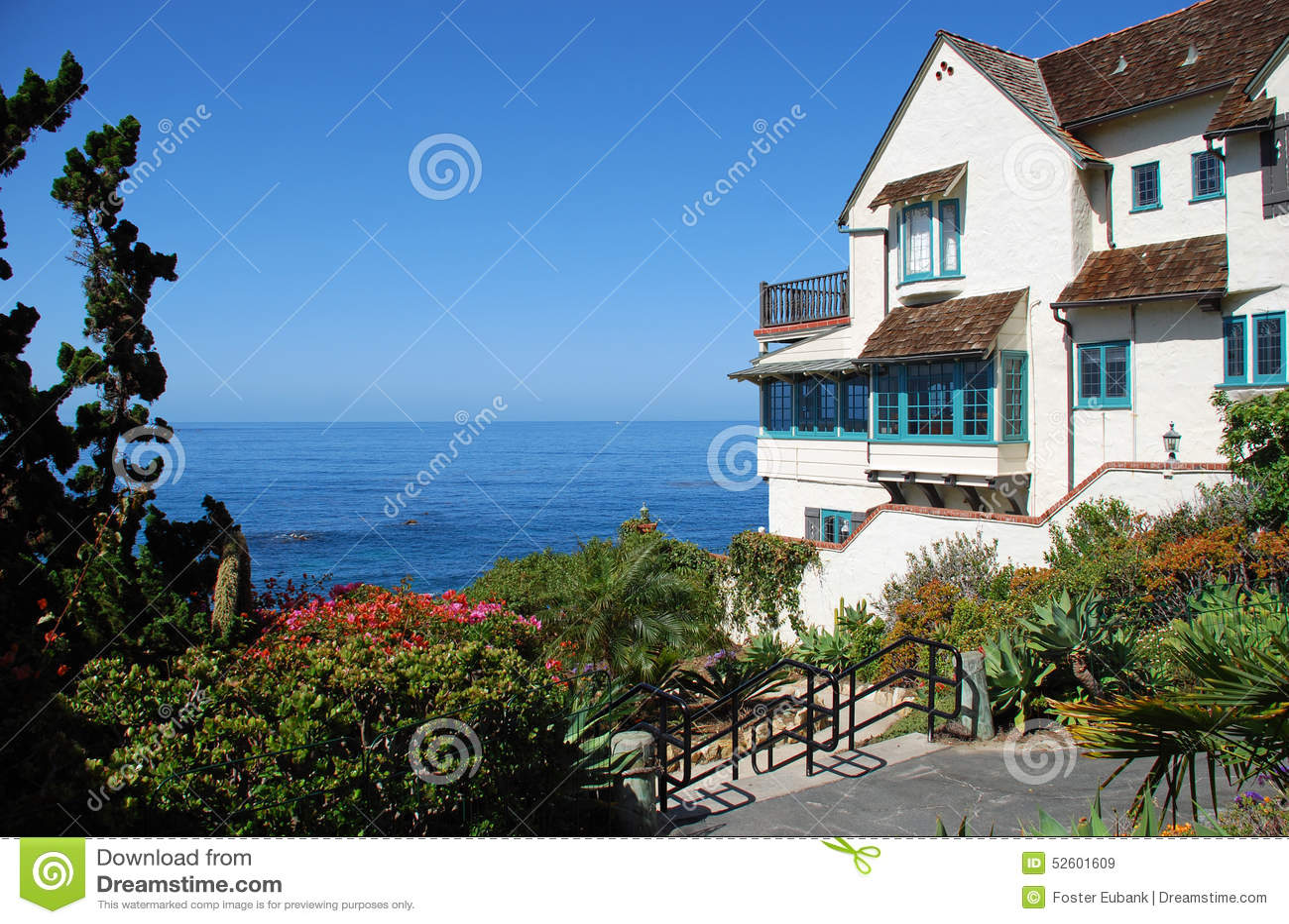 Maison de bord de la mer sur la plage de crique en bois dans le laguna beach - Maison bois bord de mer ...