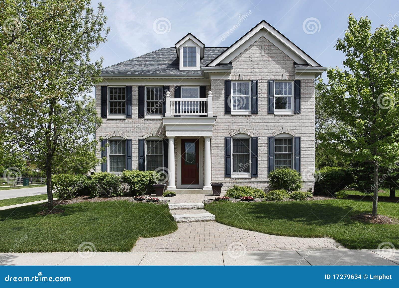 maison de brique avec le balcon avant images stock image. Black Bedroom Furniture Sets. Home Design Ideas