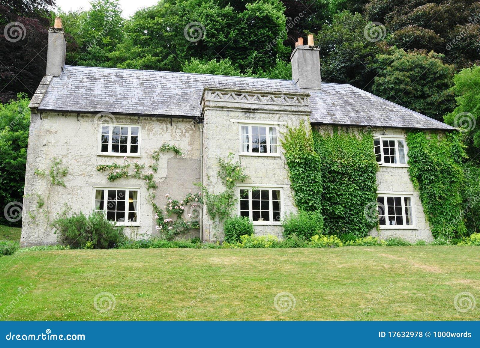 Maison de campagne photos libres de droits image 17632978 for Une maison de campagne