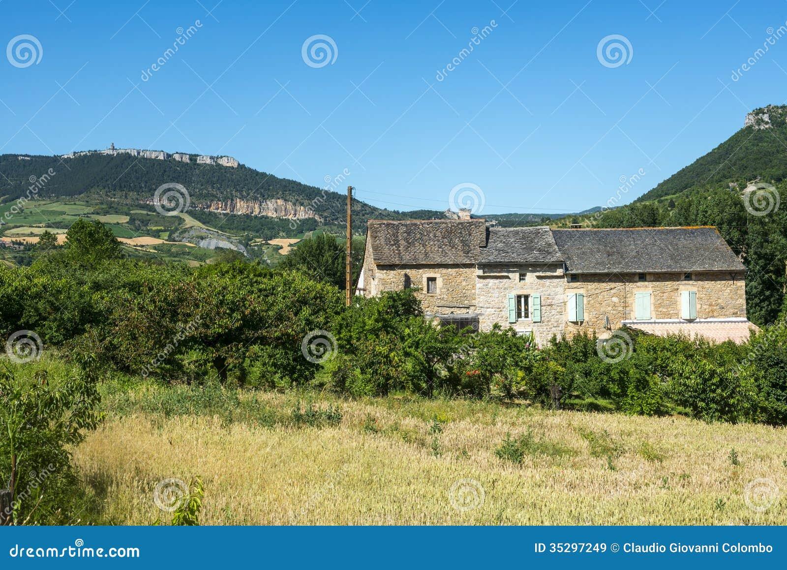 Maison de campagne dans la vall e du tarn images libres de for La maison de campagne