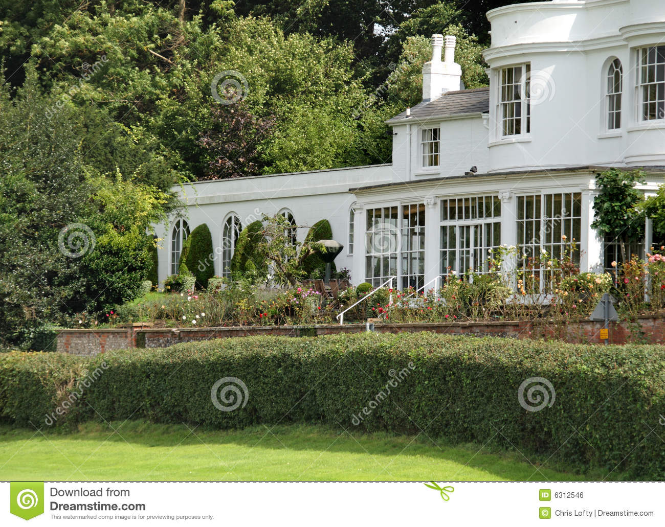 Maison de campagne et jardin anglais photo stock image for Photo de jardin anglais