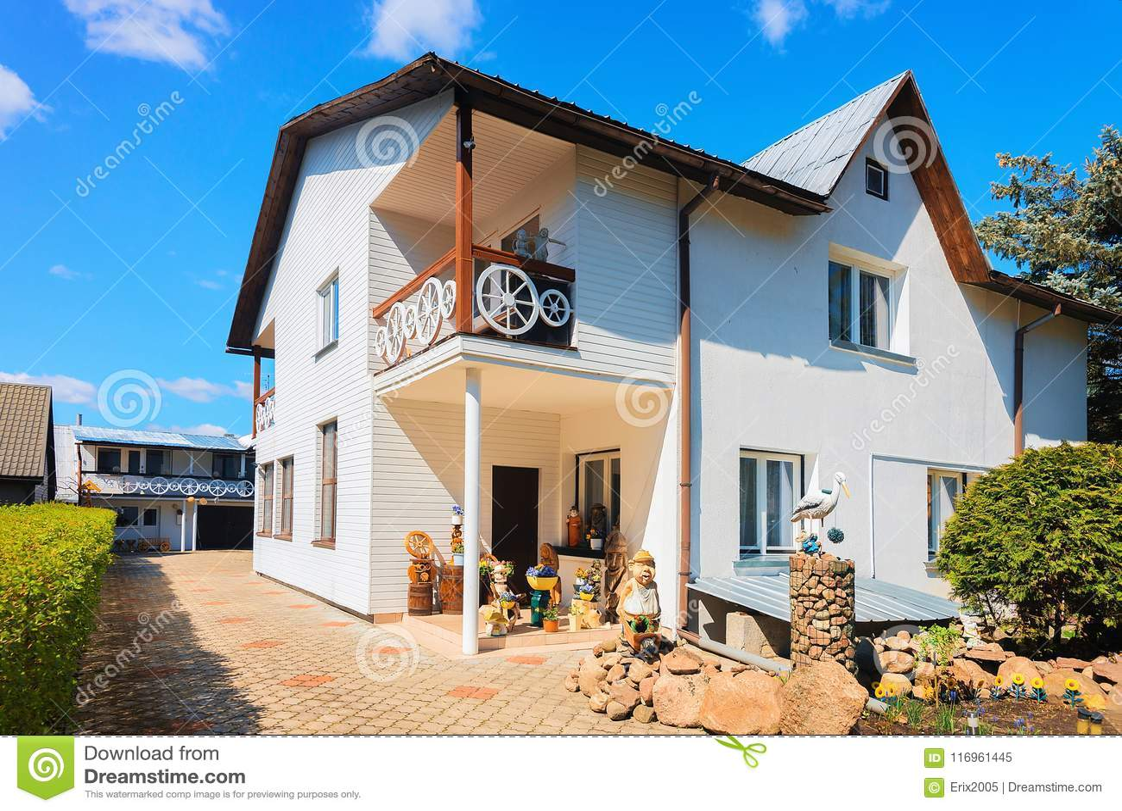 Maison De Campagne Moderne De Cottage Avec Le Décor ...