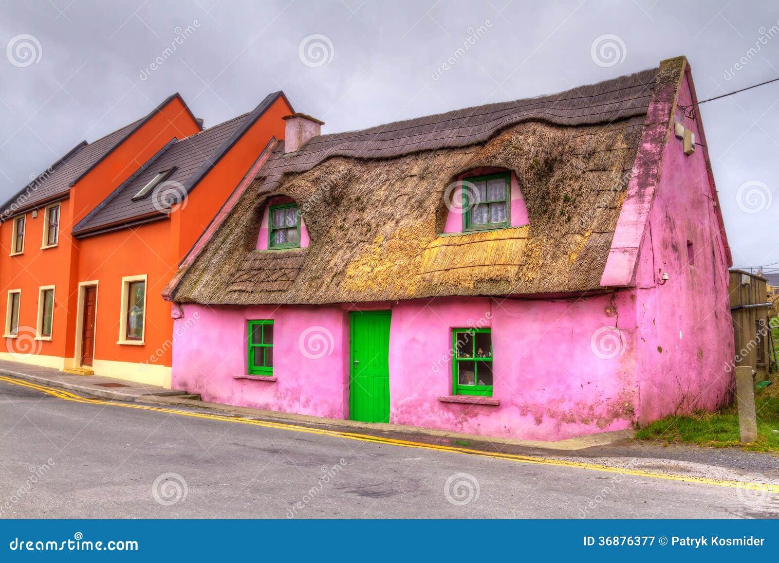 maison de cottage en irlande image stock image 36876377. Black Bedroom Furniture Sets. Home Design Ideas