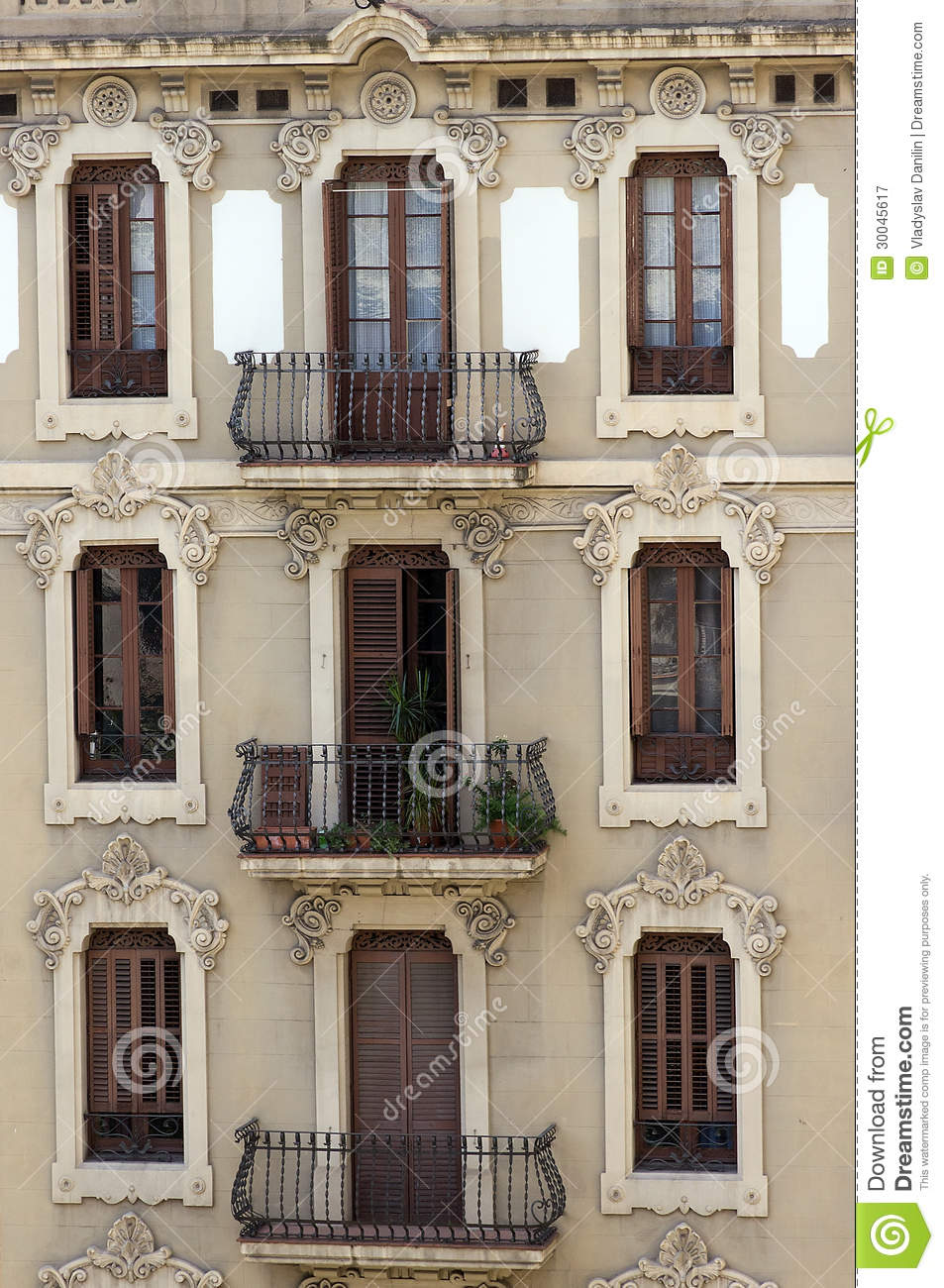 Maison de fa ade photographie stock libre de droits for Balcon de maison