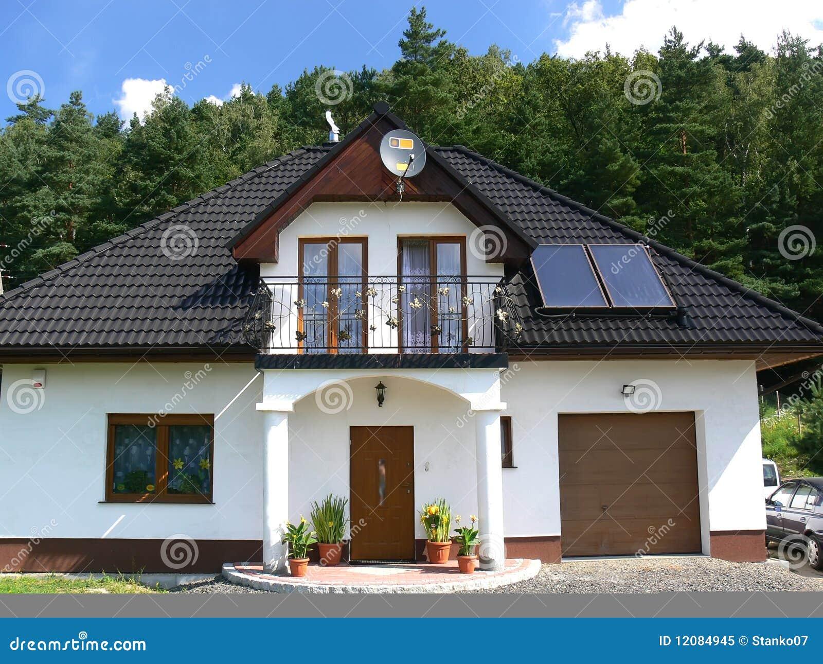 maison de famille image stock image du ext rieur fa ade 12084945. Black Bedroom Furniture Sets. Home Design Ideas