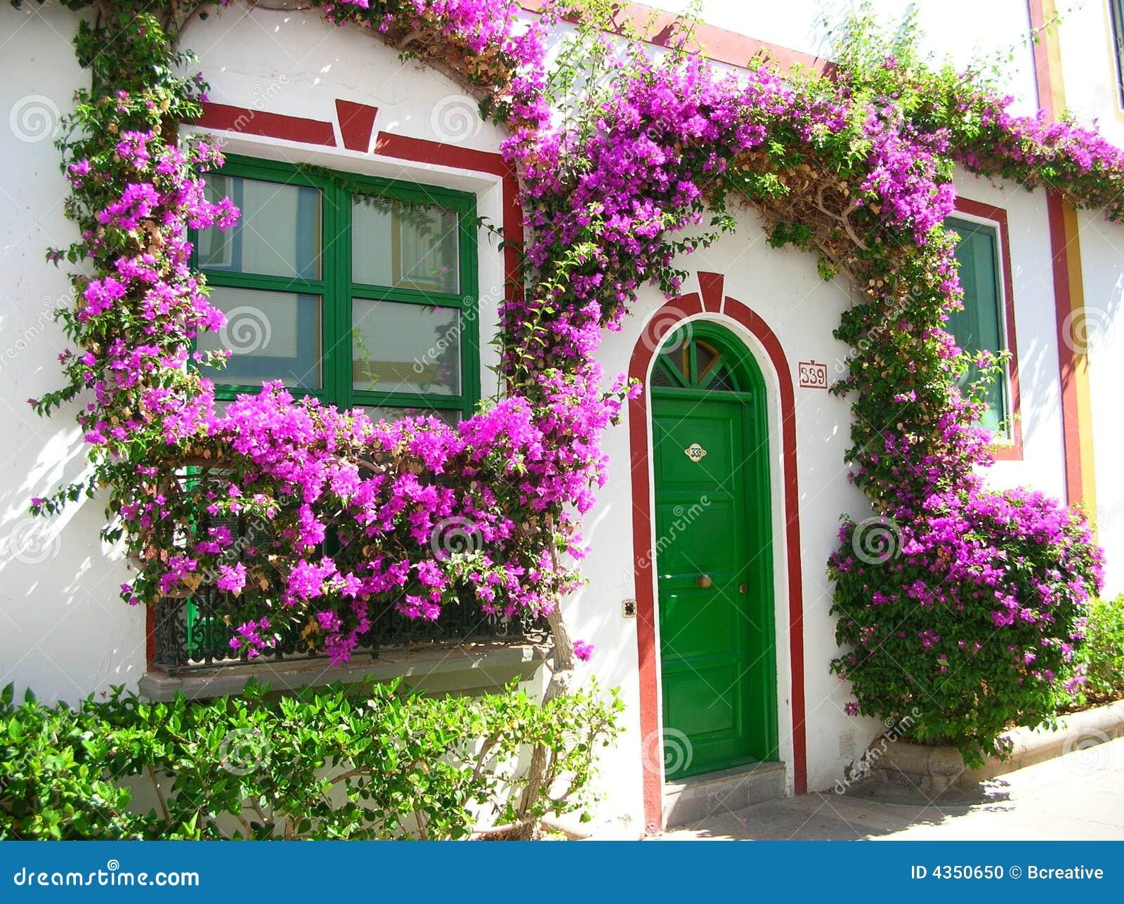Maison de floraison en Espagne