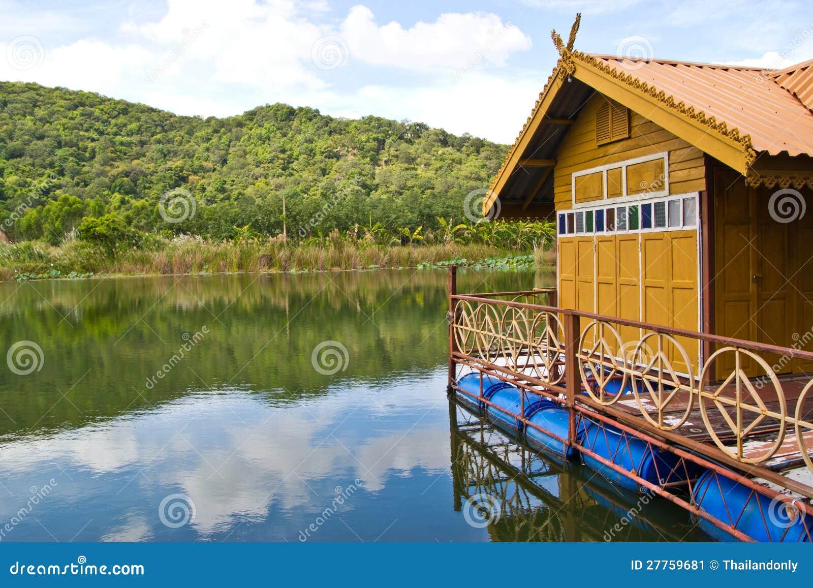 Maison de flottement chez la Thaïlande