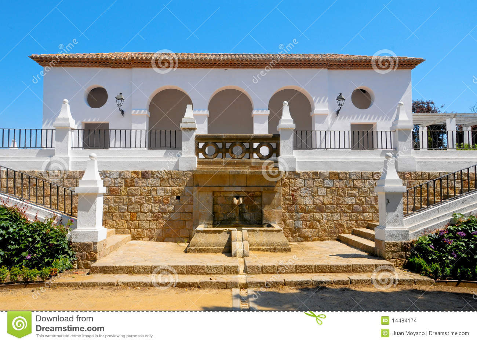 Maison de l 39 espagne images stock image 14484174 for Decoration espagnole maison