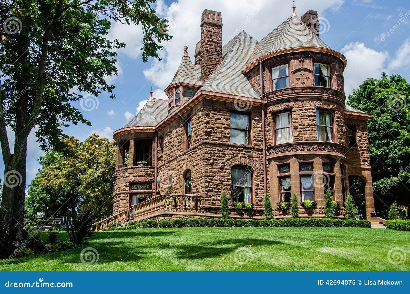 Maison de la reine anne style photo stock image 42694075 for La regina anne house