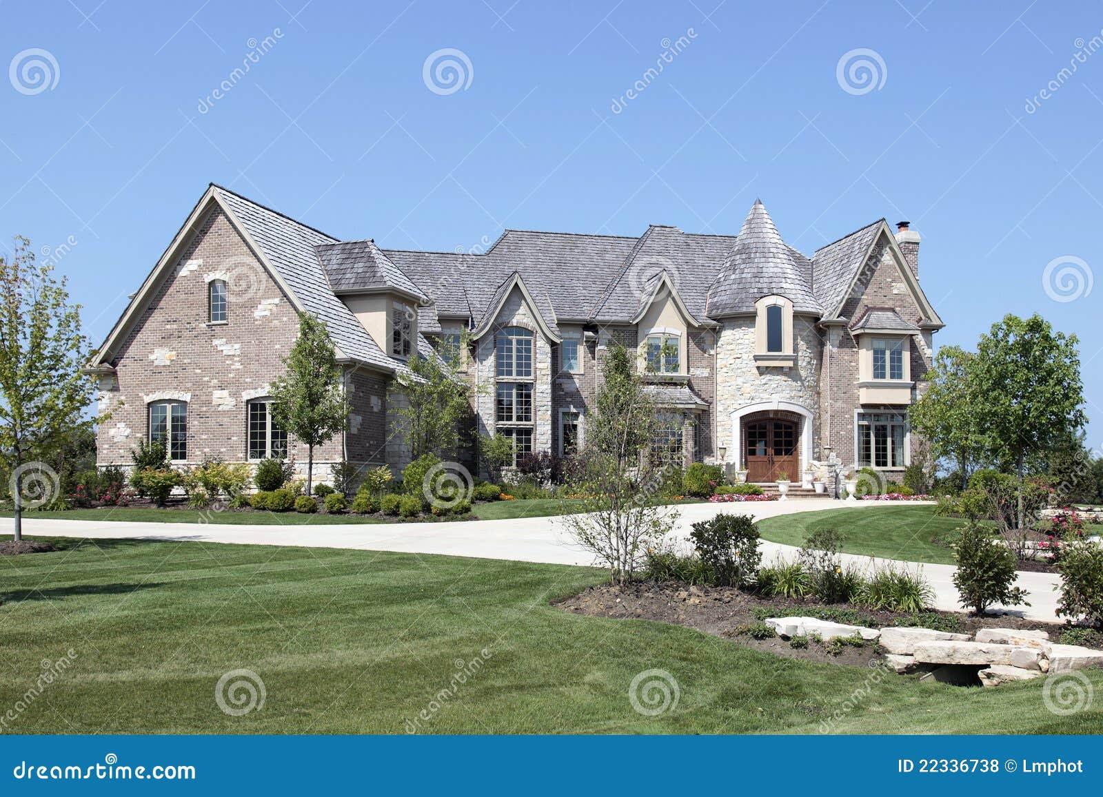 Maison de luxe avec la tourelle en pierre photos libres de for Maison de la pierre
