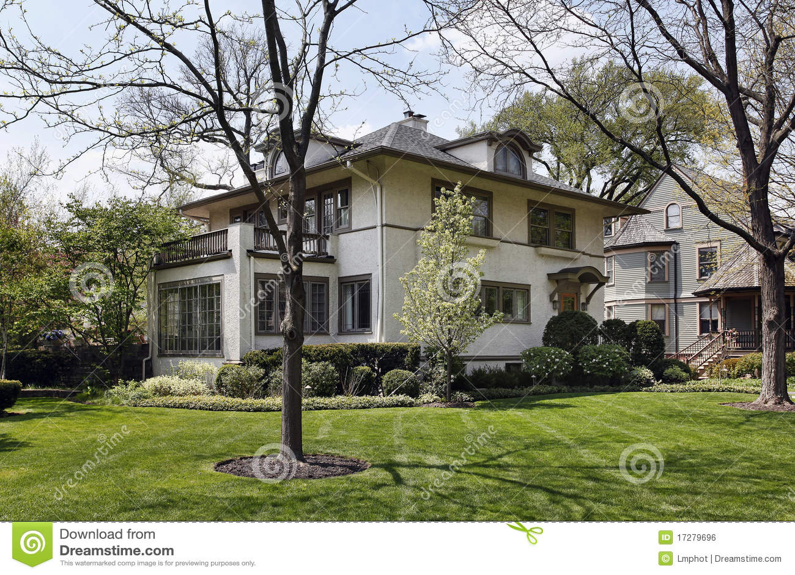 Maison De Luxe Avec Le Balcon De Deuxi Me Tage Image