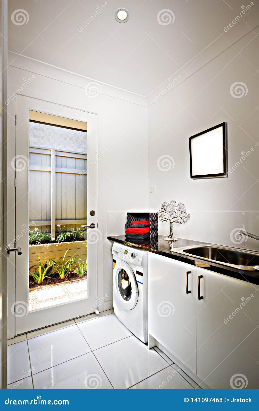 Maison De Luxe Avec Une Cuisine Et Machine A Laver Comprenant Un