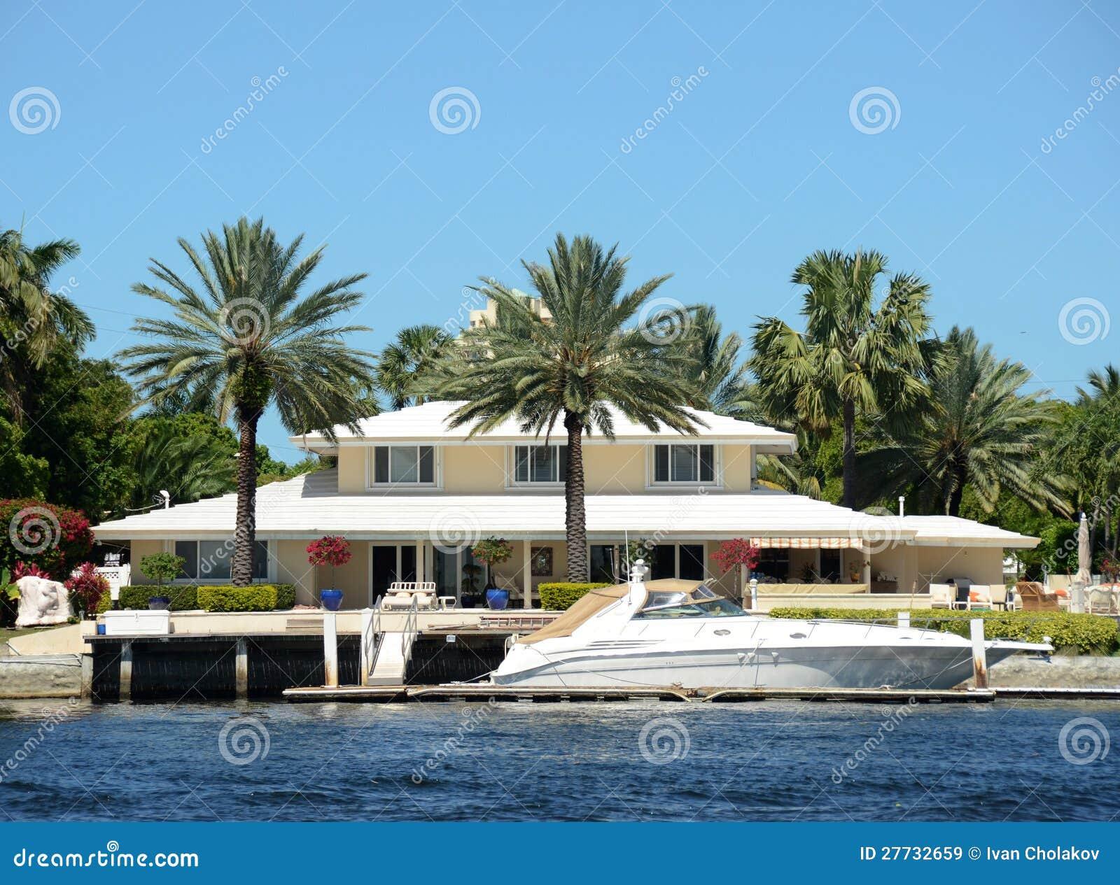 Maison de luxe de bord de mer images libres de droits image 27732659 - Maison au bord de la mer ...