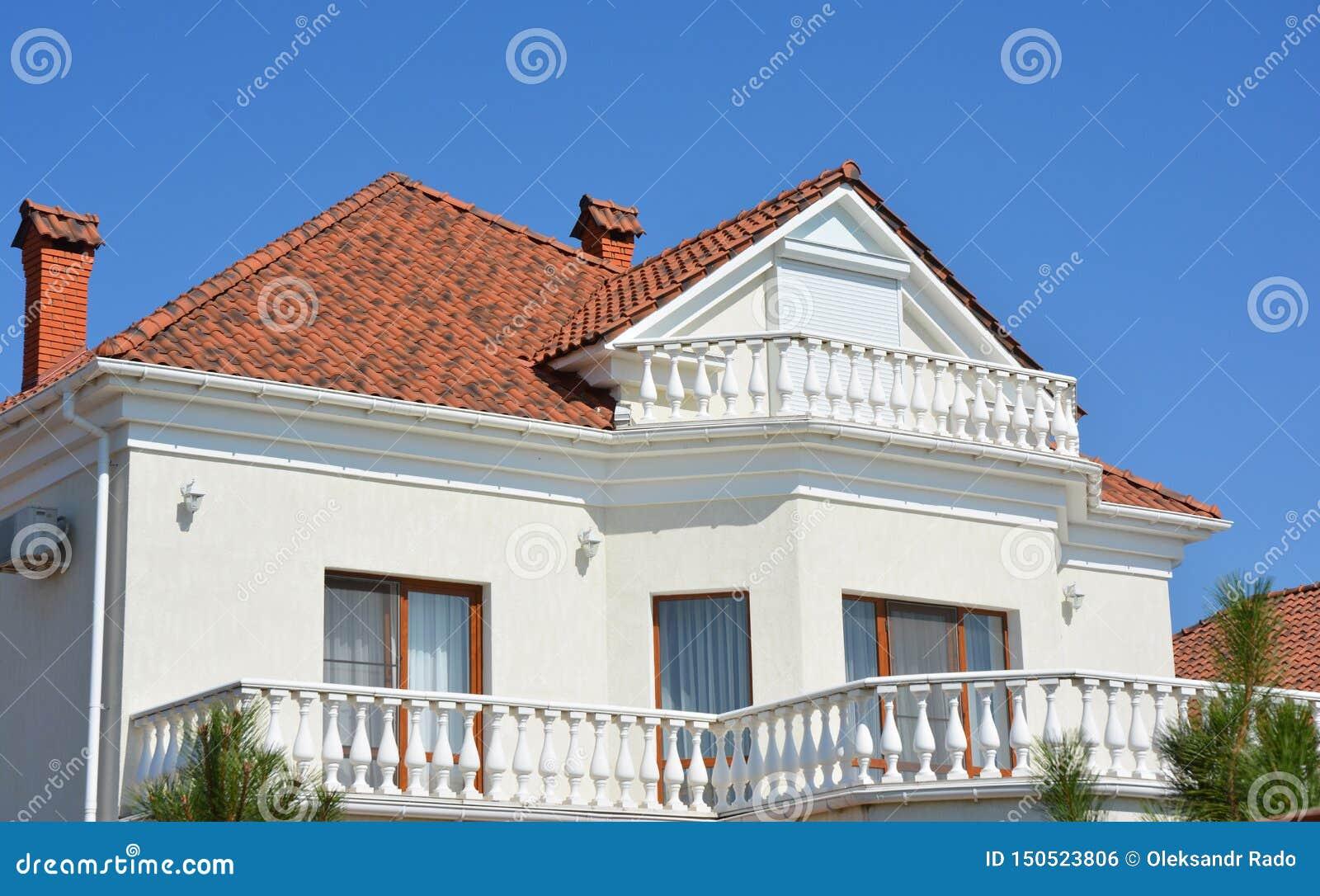 Maison De Luxe Moderne Avec Des Tuiles De Toit D\'argile ...