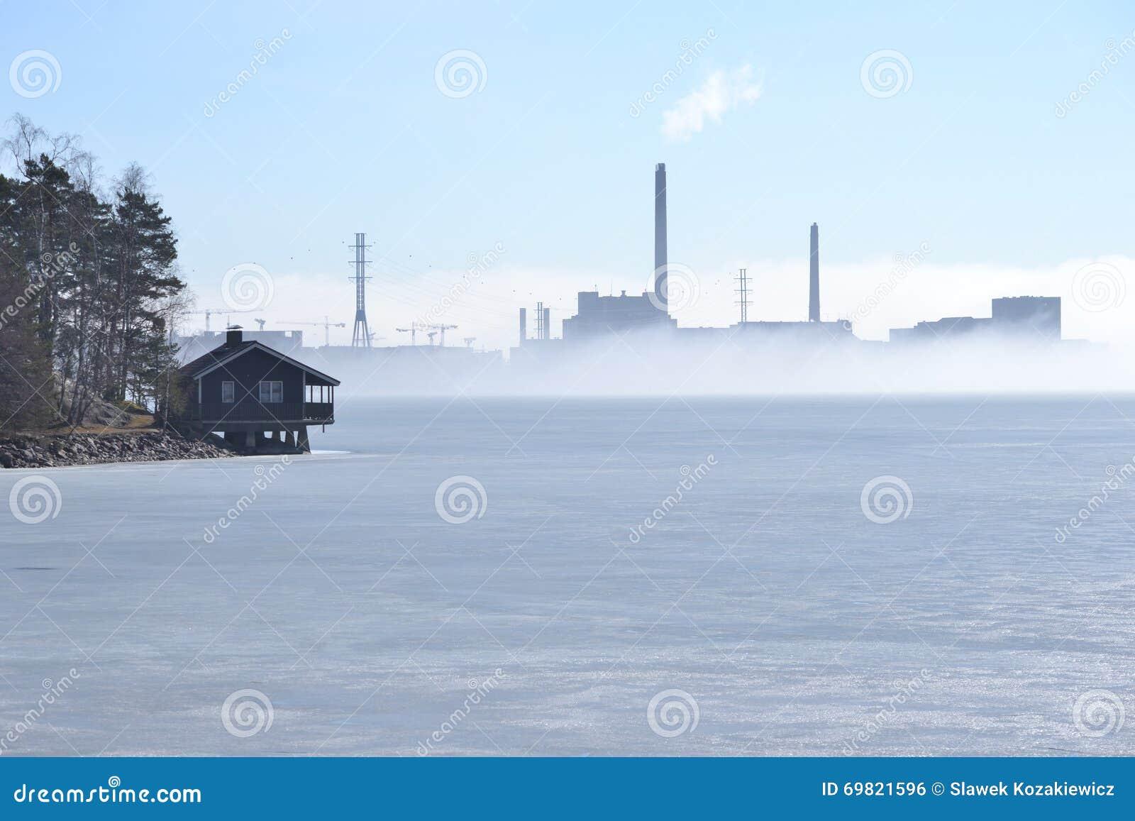 Maison de mer congelée par hiver de centrale